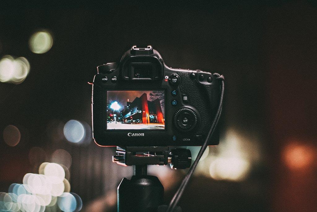 Apa itu Kamera Prosumer Serta Kelebihan dan Kekurangangannya