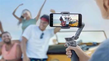 Cari Tahu Tips Nge-Vlog Pakai Smartphone Gunakan Gimbal Handphone