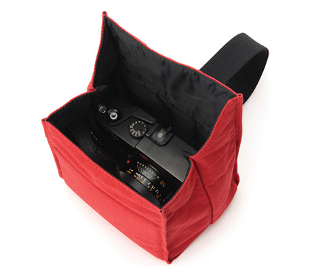 Artisan & Artist ACAM-75 Camera Pouch Red