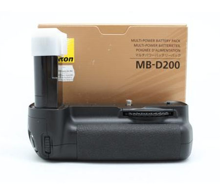 ::: USED ::: Nikon MB-D200 Battery Pack (Mint-715)