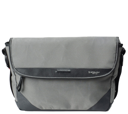 Artisan & Artist ACAM 9000 Camera Shoulder Bag