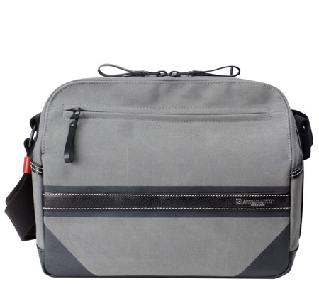 Artisan & Artist ACAM-9300 Camera Shoulder Bag