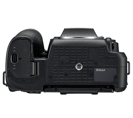 Nikon D7500 kit AF-S DX 18-140mm f/3.5-5.6G ED VR