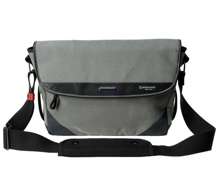 Artisan & Artist ACAM-9100 Camera Shoulder Bag