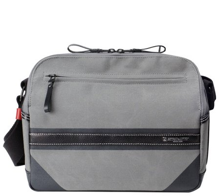 Artisan & Artist ACAM-9200 Camera Shoulder Bag